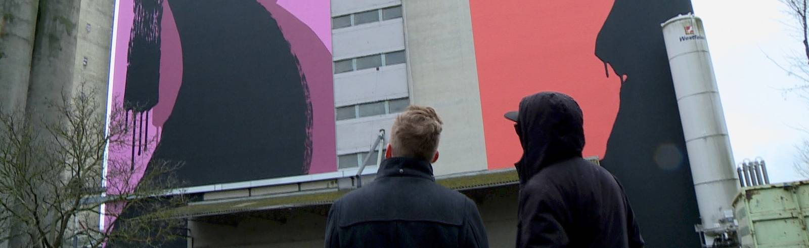 Künstler Golif Malt Riesen Gemälde Auf Speicher Wand Künstler
