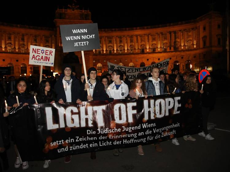 "W24-Bezirksflash: ""Light of Hope""-Fackelzug"